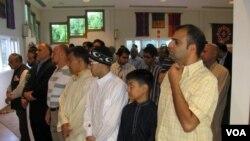 Người Hồi giáo ở Mỹ dự lễ cầu nguyện tại một trung tâm cộng đồng ở Virginia