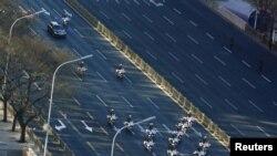 منگل کو چین کے دارالحکومت بیجنگ کے کئی سڑکیں سخت سکیورٹی میں گزرنے والے ایک قافلے کے لیے بند کردی گئیں۔ گمان ہے کہ یہ قافلہ شمالی کوریا کے سربراہ کم جونگ ان اور ان کے وفد کا تھا۔