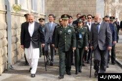 د چین لوی درستیز، جنرال فان فین هوی له شاوخوا دوو ورځو راهیسې په کابل کې دی او د افغان حکومت له مشرانو سره په خبرو بوخت دی.