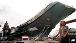 未完工的烏克蘭航空母艦瓦良格號1998年售价為兩千万美元