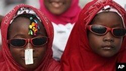 Wasu yara 'yan mata sanye da lullubi a lokacin sallar Eid