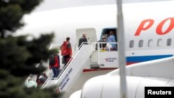 Група у складі 54 російських дипломатичних працівників з сім'ями полишили Чехію 29 травня 2021 р.