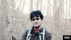 آقای ملک پور از سال ۱۳۸۷ زندانی است.