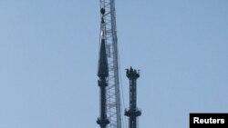 Šiljak na vrhu novog Svetskog trgovinskog centra u Njujorku postavljen je dizalicom na svoje mesto