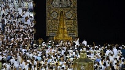 Ribuan Muslim melakukan ibadah Umrah di Mekkah, Arab Saudi (foto: dok).