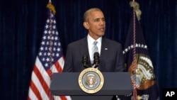 Presiden AS Barack Obama memberikan pernyataan soal tewasnya dua pria kulit hitam AS akibat ditembak polisi di sela kunjungan di Warsawa, Polandia (7/7).