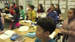 Third-graders at Los Angeles' Cahuenga Elementary School learn Korean songs as part of their bilingual education. (A. Martinez/VOA)