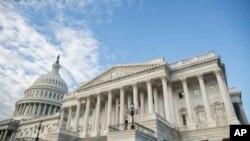نمای بیرونی از گنبد و ساختمان کنگره ایالات متحده در شهر واشنگتن. آرشیو، ۵ فوریه ۲۰۱۹