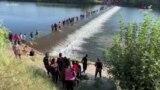 ԱՄՆ-ում ապաստան հայցող միգրանտները սպասում են Մեքսիկա-ԱՄՆ սահմանին՝ գրանցման իրենց հերթին