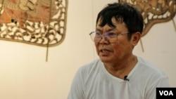 Mann Kosal, the puppet master and the director of Sovannaphum Arts Association at Secondary School of Fine Arts, Phnom Penh, on June 12, 2020. (Khan Sokummono/VOA Khmer)