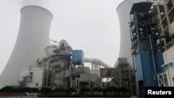 中國河北省三河電廠的冷卻塔。(2019年7月18日)
