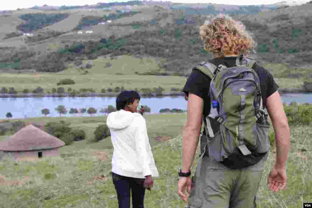 Buselwa Senyuko [front] and Sam Partington on their way to meet the ferry at the Xhora River (VOA/D. Taylor)