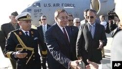 帕內塔訪問利比亞。