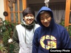 평양과학기술대 초빙교수로 근무하다 북한에 억류된 미국인 김상덕 씨(오른쪽)가 아들 김솔 씨와 억류 전 찍은 사진. 김솔 씨 제공.