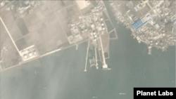 북한 남포의 유류 저장시설 일대 북한 항구를 촬영한 11월 위성사진. 대형 유조선이 머무는 해상 유류하역시설이 비어있다. 사진=Planet Labs.