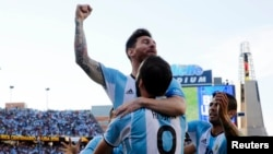 Argentina midfielder Lionel Messi (10) congratulates Argentina forward Gonzalo Higuain (9) after he assisted on Higuain's goal against the Venezuela during the first half of quarter-final play in the 2016 Copa America.