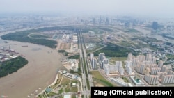 Tọa lạc tại Quận 2 bên bờ đông sông Sài Gòn, Khu đô thị mới Thủ Thiêm là một dự án qui hoạch được thủ tướng phê duyệt vào năm 1996 nhằm phát triển khu vực này thành một trung tâm kinh tế và văn hóa hiện đại của thành phố. (Hình: Zing.vn)