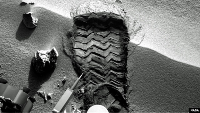 "NASA's Mars rover Curiosity cut a wheel scuff mark into a wind-formed ripple at the ""Rocknest"" site to give researchers a better opportunity to examine the particle-size distribution of the material forming the ripple. (NASA/JPL-Caltech)"