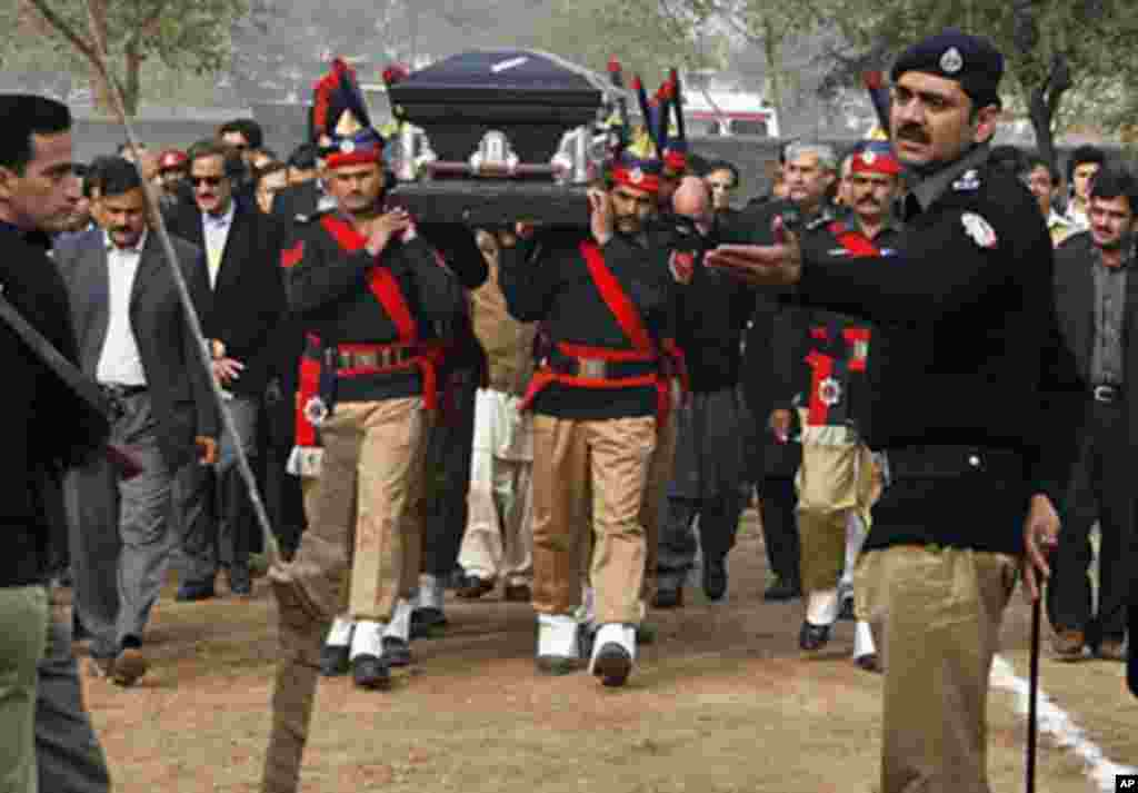 Pakistani police guards carry the coffin of late Punjab governor Salman Taseer during the funeral procession in Lahore on January 5, 2011. Thousands of Pakistanis braved high security on January 5, to attend the funeral of Punjab governor Salman Taseer, f