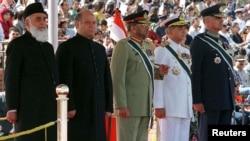 تجزیہ کاروں کے مطابق پاکستان کی سیاست میں فوج کا ہمیشہ عمل دخل رہا ہے۔