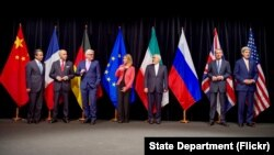 Para Menlu 6 negara kuat dunia mencapai persetujuan nuklir dengan Menlu Iran di Wina, Austria, 14 Juli 2016 (foto: dok).