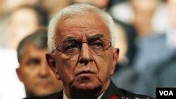 Panglima angkatan bersenjata Turki, Jenderal Isik Kosaner mengundurkan diri bersama komandan ketiga angkatan militer Turki (29/7).
