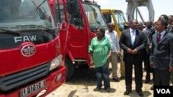 Ministro dos Transportes Augusto Tomás, fez também entrega de viaturas à governadora do Namibe Cândida Celeste
