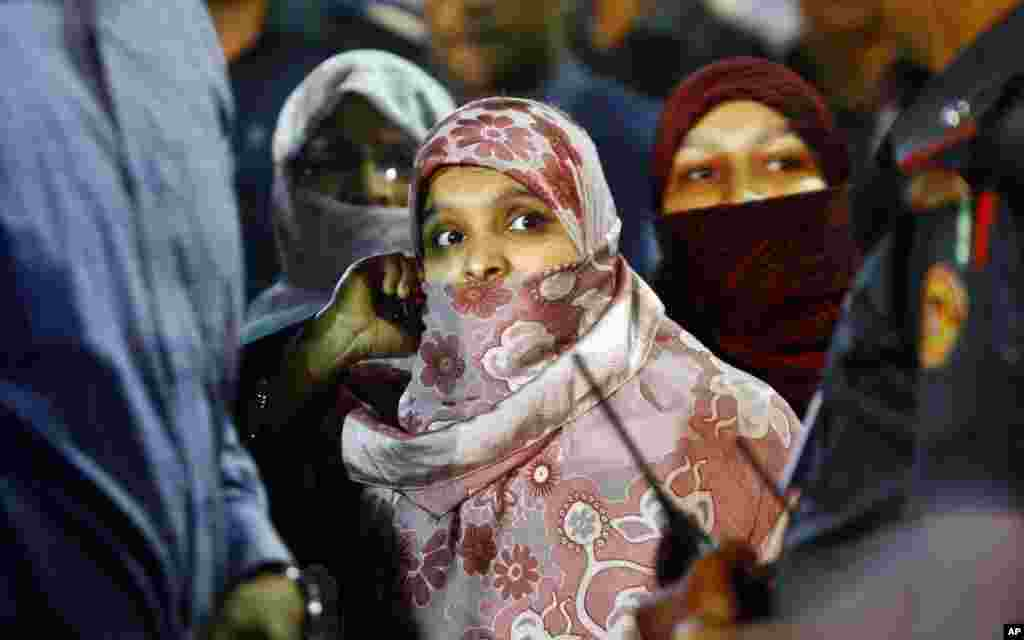Family members of Abdul Quader Mollah wait to meet him at the Central Jail in Dhaka after a court cleared the way for his execution, Dec. 12, 2013.