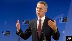 Sekjen NATO Jens Stoltenberg mengatakan NATO waspada terhadap penerbangan militer Rusia (foto: dok).