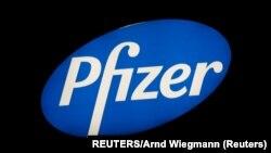 Logo farmaceutske kompanije Fajzer (REUTERS/Arnd Wiegmann)