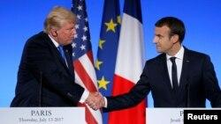 Le président américain Donald Trump et son homologue français, Emmanuel Macron, lors d'une conférence de presse à Paris, France, 13 juillet 2017.