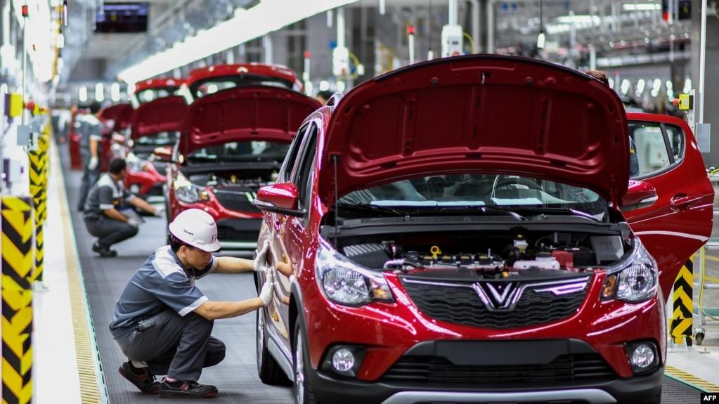 Dây chuyền sản xuất xe hơi Vinfast của tập đoàn Vingroup. Truyền thông Đức nói nhóm tin tặc bắt đầu tấn công vào thời điểm Vingroup mở nhà máy sản xuất xe hơi, mà hầu hết thiết kế xe là xuất phát từ các công ty Đức.