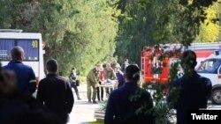 Ekipe hitne pomoći na mestu napada u krimskom gradu Kerču