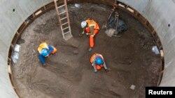 Las excavaciones avanzan en procura de hallar más restos. Según los expertos, el cementerio es de una gran extensión.