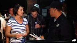 Bà Yanira Maldonado sau khi được trả tự do từ một nhà tù ở ngoại ô Nogales, Mexico, 30/5/13