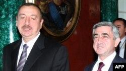 Президент Азербайджана Ильхам Алиев и его армянский коллега Серж Саркисян