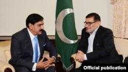 پاکستانی مشیر قومی سلامتی ناصر جنجوعہ اور ایران کی سپریم نیشنل سکیورٹی کونسل کے سیکرٹری علی شامخانی (فائل فوٹو)