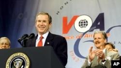Predsednik Buš govori na proslavi 60 godina rada Glasa Amerike u Vašingtonu, 25. februara 2002.