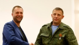 Aleksander Borodai (L), leader of the self-proclaimed