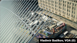 Недостроенные цокольные этажи будущего ВТЦ-2. Фото: Vladimir Badikov, VOA