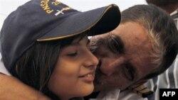 Asyalı 21 denizciyle birlikte Somalili korsanlar tarafından bir yıl rehin tutulduktan sonra geçen ay serbest bırakılan Vasi Ahmet kızıyla