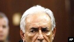 성폭행 미수 혐의로 사임한 도미니크 스트로스 칸 총재