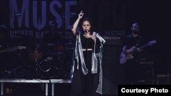 """Penyanyi Neonomora saat tampil di ajang """"MUSEXPO"""" di Los Angeles, California (dok: Neonomora)"""