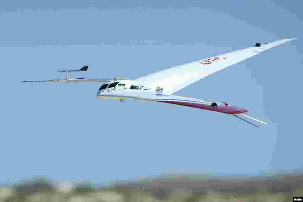 ក្រុមវិស្វករនៃមជ្ឈមណ្ឌលស្រាវជ្រាវដំណើរហោះហើរ Amstrong នៃអង្គការ NASA កំពុងធ្វើការលើយន្តហោះមួយ ដែលត្រូវបានហៅថា Preliminary Research Aerodynamic Design to Lower Drag ឬ Prandtl-D. ដោយមានសណ្ឋានស្រដៀងនឹងដំបងប៊ូម៉ឺរ៉ង់ (Boomerang) យន្តហោះនេះមានមធ្យោបាយថ្មីនៅក្នុងការកំណត់នូវរូបរាងស្លាបរបស់ខ្លួនជាមួយនឹងការបត់បែនដែលអាចកាត់បន្ថយការប្រើប្រាស់ប្រេង ១១ភាគរយ។ នៅក្នុងរូបថតនេះ យន្តហោះ Prandtl-D No.2 ដែលមានស្លាបប្រវែង ១២,៥ ហ្វីត (៣,៨១ម៉ែត្រ) បានចុះចត បន្ទាប់ពីតេស្តហោះហើរ។