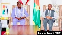Elysée Ouédraogo, le nouveau Président de la commission électorale (à g.) et le ministre de l'Administration territoriale, à Ouagadougou, le 30 juillet 2021.