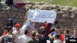 یکی از تجمع های قبلی در قلعه بابک که معترضان خواستار آزادی برخی بازداشت شدگان شده بودند.