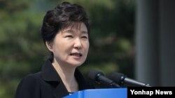 박근혜 대통령이 6일 오전 서울 동작구 동작동 국립서울현충원에서 열린 제60회 현충일 추념식에서 추념사를 하고 있다.