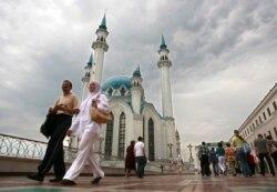 Turkiy xalqlar orasidagi rishtalar va Rossiya-Turkiya ziddiyati - Malik Mansur