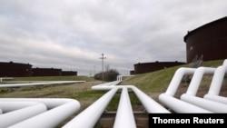 FILE PHOTO: Pipelines run to Enbridge Inc.'s crude oil storage tanks at their tank farm in Cushing