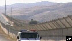 멕시코와의 국경을 순찰하는 미국 경찰 차량